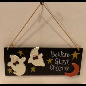 NWT HALLOWEEN GHOST HANGING SIGN.